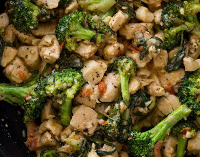 15-Minute keto Garlic Chicken with Broccoli and Spinach